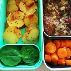 Vegan bento (tarengil) Tags: vegan vegetarian veggie veggies vegetables veg food foodporn seitan potato carrot spinach lunch onion