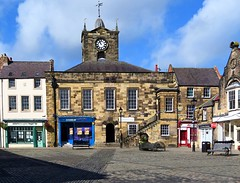 Alnwick Town Hall (Snapshooter46) Tags: northumberland square alnwick townhall civicbuilding clock clocktower sandstone shops gradeilisted