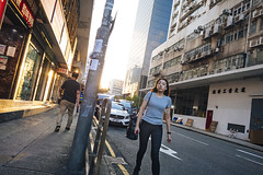 Off work (人間觀察) Tags: sony sonyrx0 rx0 camera compact street streetphotography photography candid city night people girls travelling wideopen offfinder 街拍 街道 hongkong hk kowloon 24mm 24mmf4 zeiss f4
