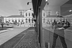 Toutes réflexions mises Apard (Tonton Gilles) Tags: alençon normandie hdr noir et blanc rue de la halle aux toiles reflets mannequin guy apard paysage urbain