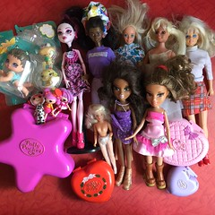 Flea Market Finds : 08-11-2018 (MyMonsterHighWorld) Tags: monster high draculaura dot dead gorgeous bratz lil angelz dana lalaloopsy mini barbie dance magic african american aa feeling fun tanya sindy hasbro sasha wintertime collection yasmin pampered pupz polly pocket 90s doll mattel mga dolls toys