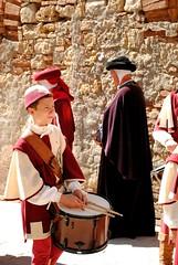 Il piccolo tamburino (Volterra) - The little tambourin (stella.iloveyou) Tags: volterra volterraad1398 rievocazionimedievali rievocazionistoriche historicalreenactment tamburini