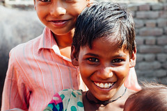 Village Children, Mathura India (AdamCohn) Tags: adamcohn india mathura vrindavan child children desi holi kid wwwadamcohncom