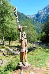 Valle Verzasca 2018 - Sonogno (karlheinz klingbeil) Tags: wood suisse sculpture holz kunst swissalps schweiz alps skulptur switzerland berge art forest wald alpen mountain sonogno tessin ch