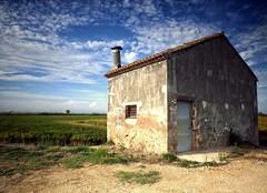 Una casa en la marjal (toniant67) Tags: house oldhouse albufera ricefields rice landscapes largaexposicion longexpo longexposure bluesky sky clouds camposdearroz