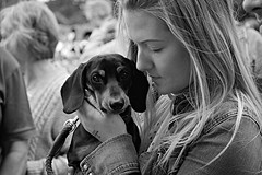 A face in the crowd No 9 (Robertinsco) Tags: blackwhite blackandwhite blackwhitephoto blackwhiteportrait candidphotography candidstreetphotography candidportrait candid candidmonochrome gx8 lumixgvario45150f4056 scotland blondegirl dog