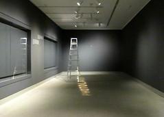 photolab (Robert Saucier) Tags: intérieur interior gris grey ottawa musée museum escabeau lumière lamps fenêtre window vitre glass cristal img2190
