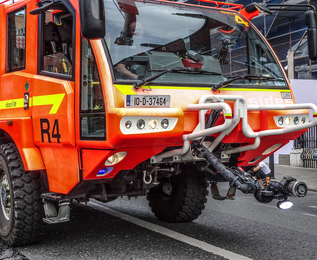 DUBLIN AIRPORT RESCUE 4 FIRE ENGINE [BUILT BY SIDES]-143541