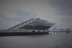 Hamburg Docklands (Mattin'sFoto's) Tags: hamburg docklands dockland gebäude wasser hafen harbour