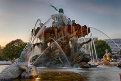 Neptune Fountain (Pascal Volk) Tags: berlin mitte neptunbrunnen schlosbrunnen begasbrunnen neptunefountain fuentedeneptuno berlinmitte wideangle weitwinkel granangular superwideangle superweitwinkel ultrawideangle ultraweitwinkel ww wa sww swa uww uwa altorangodinámico highdynamicrangeimage hdr hdri hdraddicted herbst fall autumn otoño canonpowershotg1xmarkiii joby gorillapodslrzoom ballheadslrzoom dxophotolab dxohdrefexpro nikcollection 15mm