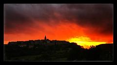 Lumière explosive (Jean-Louis DUMAS) Tags: nature landscape paysage village crépuscule coucherdesoleil sunrise sunset nuage sky cloud ciel