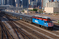 180510_09_Metra122_ChiUS (AgentADQ) Tags: chicago illinois union station r road roosevelt train trains railroad metra amtrak 122 f40ph village deerfield