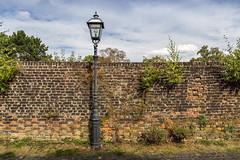 Krefeld Linn | Germany (*Photofreaks*) Tags: adengs krefeld linn burg germany deutschland nordrheinwestfalen northrhinewestphalia nrw wwwphotofreakseu lantern lamp post strasenlaterne strasenlampe mauer wall