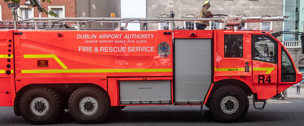RESCUE 4 FIRE ENGINE USED IN DUBLIN AIRPORT [MANUFACTURED BY SIDES]--143776