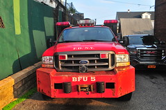 FDNY BFU-5 (Triborough) Tags: ny nyc newyork newyorkcity richmondcounty statenisland arrochar fdny newyorkcityfiredepartment firetruck fireengine brush fire unit brushfireunit5 brushtruck bfu bfu5 ford fseries f450 dejana