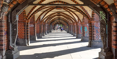 Tunnelblick (kurtwolf303) Tags: 2018 berlin deutschland architektur architecture germany urban city stadt gebäude building kurtwolf303 mft olympusem1 lichtschatten lightshadows people personen microfourthirds micro43