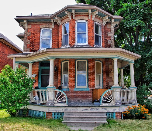 Paris Ontario - 83 Williams Street -  Heritage House - Italianate Architecture