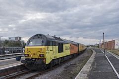 Colas Rail Skips 67027 T&T 67023 ,1340 Burton Ot Wetmore Sidings to Doncaster West Yard , Cleethorpes Station , 23-8-2018aa (Bri Hall) Tags: colas colasrail 67023 67027 stella cleethorpesstation