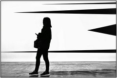 Arrows (gro57074@bigpond.net.au) Tags: contemporary contemporaryart art 50mmf14 artseries sigma d850 nikon geometry geometric arrows angles monoch silhouette bw blackwhite woman candid sydney mca