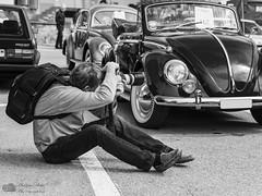 Photographe en action (Philippe Bélaz) Tags: action anciens automobiles collections exposition oldtimer photographe scènedevie voitures