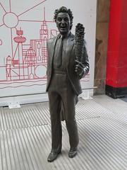 Ken Dodd Statue, Liverpool, England (tosh123) Tags: liverpool sculpture art kendodd limestreetstation merseyside statue england uk