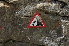 chutes de pierres (bulbocode909) Tags: valais suisse valdentremont vallondevalsorey panneaux rochers montagnes nature rouge triangles