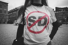 #vadsomhelstmeninteSD (Michael Erhardsson) Tags: nejtillrasism val2018 politik protest kvinna tshirt mynttorget sweden 2018