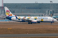 "Sun Expres B737-8HC TC-SOH ""Minions"" (José M. Deza) Tags: 20180317 b7378hc boeing eddf fra planespotting spotter sunexpress tcsoh aircraft livery"