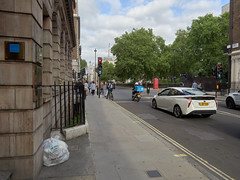 Wigmore Street. 20180818T16-30-15Z (fitzrovialitter) Tags: peterfoster fitzrovialitter city camden westminster streets rubbish litter dumping flytipping trash garbage urban street environment london fitzrovia streetphotography documentary authenticstreet reportage photojournalism editorial captureone olympusem1markii mzuiko 1240mmpro microfourthirds mft m43 μ43 μft geotagged oitrack exiftool linearresponse