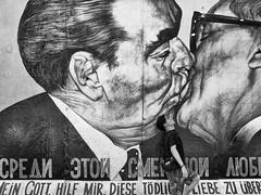 French Kiss (vanregemoorter) Tags: people street monochrome noir et blanc blackandwhite berlin