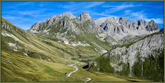 On respire très fort ! (watbled05) Tags: ciel extérieur hautesalpes massifdesecrins montagne nuages paysage panoramique rochers herbe chemin
