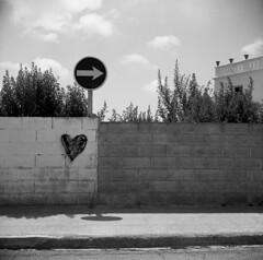 Follow your heart (Gabo Barreto) Tags: streetsign sign wall graffiti hart arrow shadows vignetting lubitel lubitel2 ilford fp4 rodinal tlr twinlensreflex 120 mediumformat film squareformat 6x6 commiecamera sovietcamera selfdeveloped scannedfromfilm epsonv500 filmisnotdead ishootfilm analoguephotography