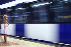 Tesoro: transporte público (AriCatalán) Tags: speed velocidad tren train kid girl station estación metro subway juegolvm escueladejackie