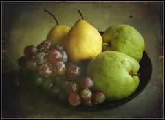 Fruit Plate (ulli_p) Tags: art artofimages aworkofart flickraward fruit light likeapainting stilllife texture textured texturedphoto