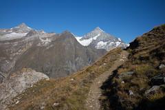 trail to Unterrothorn - Zermatt (Toni_V) Tags: m2409099 rangefinder digitalrangefinder messsucher leicam leica mp typ240 type240 35lux 35mmf14asphfle summiluxm alps alpen zermatt blauherdunterrothornzermatt wallis valais trail wanderweg sentiero weisshorn mountains switzerland schweiz suisse svizzera svizra europe ©toniv 2018 180909