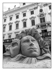 Masques Vénitiens de sable (Venetian sand masks) (Francis =Photography=) Tags: ludwigsbourg allemagne germany deutschland 2018 sable sculpturedesable sand sandsculpture sandskulptur internationalersandskulpturenwettbewerb masquesdesable masquesvénitiens masks masken venitianmask venezianischenmasken