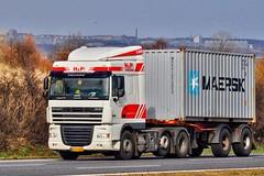 AF95890 (13.04.17)_Balancer (Lav Ulv) Tags: 129606 hptrucking daf dafxf xf105 105460 e5 euro5 6x2 2009 container maersk driverbjarne white vojens truck truckphoto truckspotter traffic trafik verkehr cabover street road strasse vej commercialvehicles erhvervskøretøjer danmark denmark dänemark danishhauliers danskefirmaer danskevognmænd vehicle køretøj aarhus lkw lastbil lastvogn camion vehicule coe danemark danimarca lorry autocarra danoise vrachtwagen trækker hauler zugmaschine tractorunit tractor artic articulated semi sattelzug auflieger trailer sattelschlepper vogntog oplegger motorway autobahn motorvej vibyj highway hiway autostrada