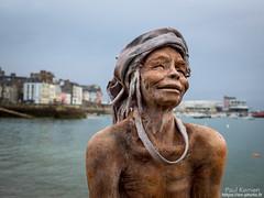 superbe expo. de 12 statues en céramique réalisées par Lionel Ducos dont cette femme du Laos (Toilapol) Tags: finistere bzh bretagne expo rivage matin visite
