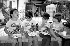 Snack time ok (Mattia Camellini) Tags: snacktime people persone bn bw mattiacamellini analog pellicola 35mm fujisuperia200 ilfosol3 monochrome italia canoscan9000fmarkii filmcamera portrait ritratto retrato