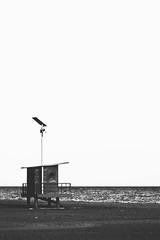 Silencio (Lt. Sweeney) Tags: silente silencio ruido bn bw blancoynegro blackandwhite nocolor sincolor encuadre canon frame mood scene escena encuadrevertical vertical sinflash iluminaciónnatural solo soledad mono monocromático monocromo monochrome caseta playa beach mar sea mediterráneo costacálida murcia bolnuevo