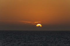 Secuencia de un atardecer 4 (José M. Arboleda) Tags: atardecer puestadelsol poniente sol cielo agua mar océano cartagenadeindias cartagena bolívar colombia canon eos 5d markiv ef70200mmf4lisusm14x josémarboledac