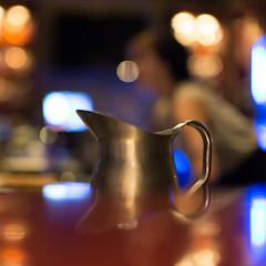 pitcher, Venik Lounge, Seattle, Washington, USA (Plan R) Tags: pitcher lounge bar bokeh leica m 240 noctilux 50mm