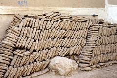 Pile of mud bricks (motohakone) Tags: jemen yemen arabia arabien dia slide digitalisiert digitized 1992 westasien westernasia ٱلْيَمَن alyaman