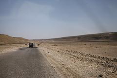 Road on the Jol (el-Jawl) plateau (motohakone) Tags: jemen yemen arabia arabien dia slide digitalisiert digitized 1992 westasien westernasia ٱلْيَمَن alyaman kodachrome paperframe
