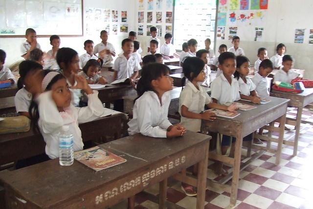現地小学校訪問と学生達と交流(シェムリアップ発のオプショナルツアー)