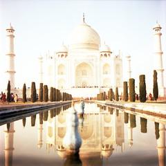 Taj Mahal on Velvia (Nina Across the Universe) Tags: india agra tajmahal velvia fujifilm fuji travel viaje arquitectura medioformato mediumformat 120 rolleiflex35 rollei unesco