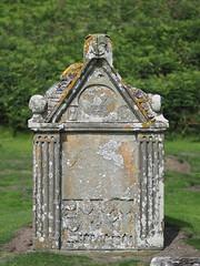F8116620 E-M5ii 75mm iso200 f1.8 1_6400s (Mel Stephens) Tags: 20180811 201808 2018 q3 3x4 tall olympus mzuiko mft microfourthirds m43 75mm omd em5ii ii mirrorless st cyrus uk scotland aberdeenshire structure cemetary graveyard kirkyard tombstone headstone