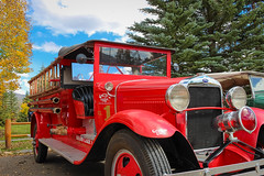 Grand Lake Grand Lodge Red Fire Engine (JollyGreenJohn) Tags: canont5i2015 cars fireengine vintage colorado estespark rockymountainnationalpark rockymountains fall autumn october outdoors nature automobile