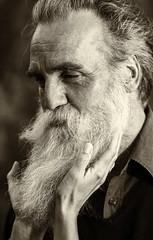 Vertrauen (jueheu) Tags: vertrauen porträit portrait mann malemodel model bart beard photography fotografie mensch bw sw sepia gesicht face outdoor canon