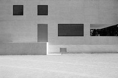 58076164 (felipe bosolito) Tags: neuemeisterhäuser meisterhäuser meisterhaus brunofiorettimarquez gropius waltergropius bauhaus dessau germany architecture modernarchitecture modernistarchitecture blackandwhite monochrome minimalism windows geometry fuji xt20 xf14f28 acros
